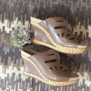 Setina Wedge Sandal By Earthies Taupe NWOT No Box
